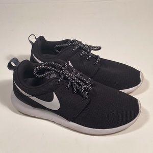 Nike Roshe One Running Shoes Women Size 6